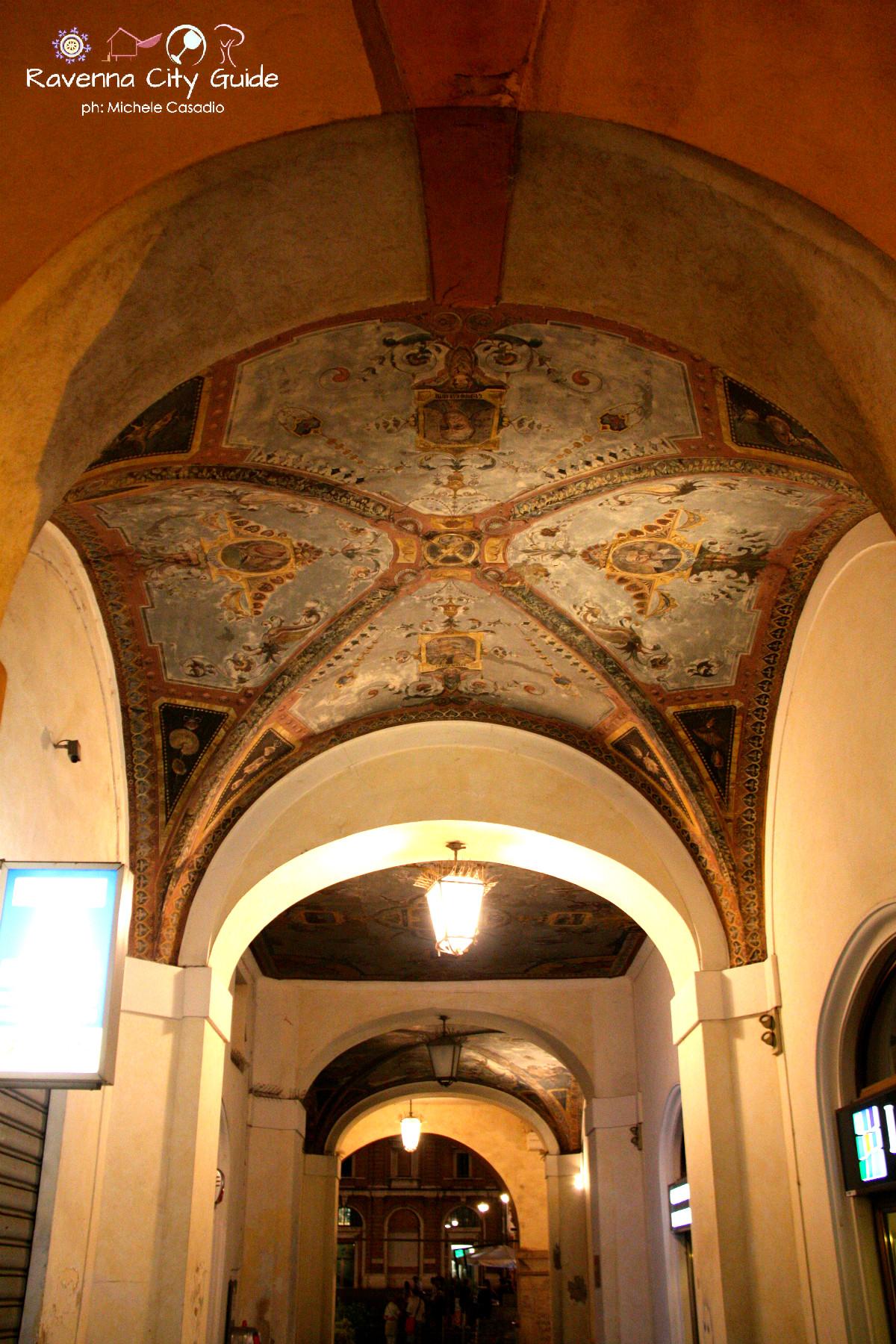 affreschi portici piazza del popolo