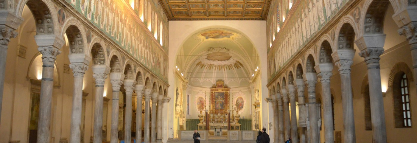Sant'Apollinare Nuovo – The splendor of mosaic between Arian and Catholic worship
